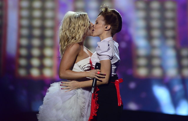 Finland's Krista Siegfrids (L) performs during the final of the 2013 Eurovision Song Contest in Malmo, Sweden, on May 18, 2013. (Photo by Jessica Gow/Reuters/Scanpix)