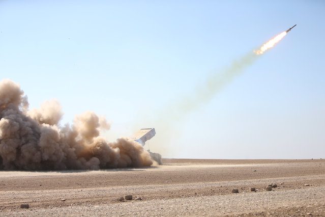 Iraqi security forces launch a rocket towards Islamic State militants during clashes at a frontline in Ali Rash village, southeast of Mosul, Iraq, November 3, 2016. (Photo by Alaa Al-Marjani/Reuters)