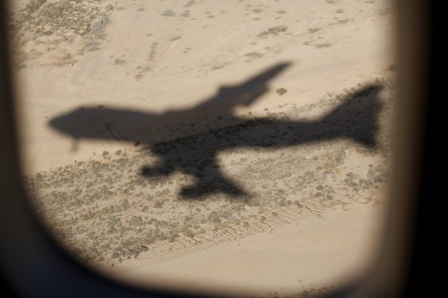 The shadow of Air Force One is seen on the Saudi Arabian desert as U.S. President Barack Obama and first lady Michelle Obama arrive at King Khalid International Airport in Riyadh, in this January 27, 2015 file photo. (Photo by Jim Bourg/Reuters)