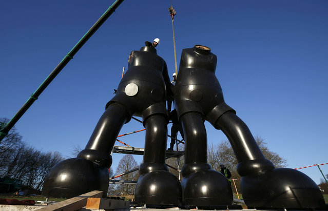 "Workers construct the sculpture ""Along the Way"" by U.S. artist Brian Donnelly, who works under the name of KAWS, at the Yorkshire Sculpture Park near Wakefield, north England January 15, 2016. The exhibition will feature 6 sculptures up to 10 metres tall and will open on February 6. (Photo by Phil Noble/Reuters)"