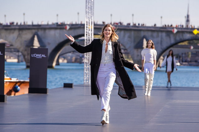Dutch model Doutzen Kroes presents a creation as part of a fashion show organized by cosmetics company L'Oreal on the Seine, during the Paris Fashion Week, in Paris, France, 30 September 2018. (Photo by Christophe Petit Tesson/EPA/EFE)