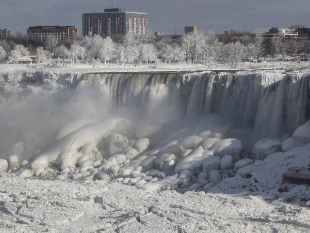 Water still cascades over Niagara Falls on January 10, 2014. The famous falls at the US-Canadian were the subject of a social media debate as to whether the falls froze completely or not during the recent cold snap which affected some 240 million people in the US and southern Canada. (Photo by Rick Warne/EFE)