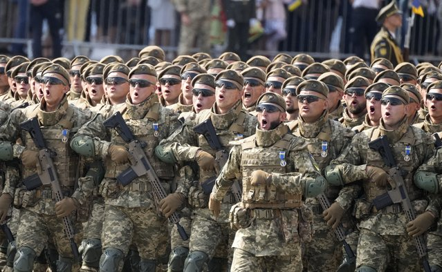 Ukrainian soldiers march along main Khreshchatyk Street during a military parade to celebrate Independence Day in Kyiv, Ukraine, Tuesday, August 24, 2021. Ukraine mark the 30th anniversary of its independence. (Photo by Efrem Lukatsky/AP Photo)