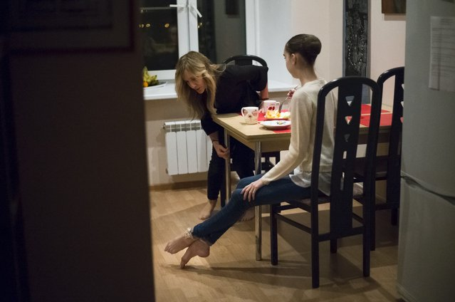 In this photo taken on Tuesday, March  1, 2016, Harper Ortlieb, from Mount Hood, Oregon, has dinner with her mother Layne Baumann, left, at home after classes at the Bolshoi Ballet Academy in Moscow, Russia. (Photo by Alexander Zemlianichenko/AP Photo)