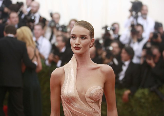 "British model Rosie Huntington-Whiteley arrives for the Metropolitan Museum of Art Costume Institute Gala 2015 celebrating the opening of ""China: Through the Looking Glass"" in Manhattan, New York May 4, 2015. (Photo by Andrew Kelly/Reuters)"