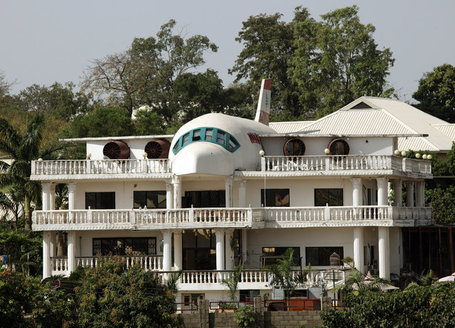 A house partially built in the shape of an airplane is seen in Abuja, Nigeria November 24, 2009. (Photo by Goran Tomasevic/Reuters)