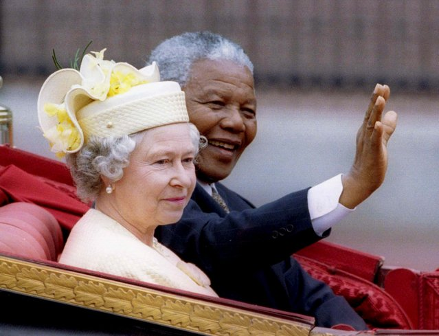 Nelson Mandela and Britain's Queen Elizabeth II ride in a carriage outside Buckingham Palace, London, in this July 9, 1996 file photo. (Photo by Reuters/Stringer)