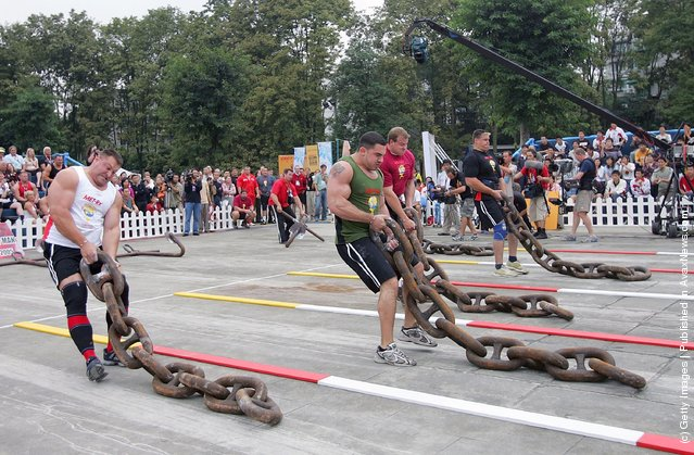 (L-R) Jessen Paulin of Canada, Kevin Nee and Dave Ostlund of USA, Janne Virtanen of Finland drag huge iron chains during a match of the 2005 World's Strongest Man Competition at Wuhou Temple