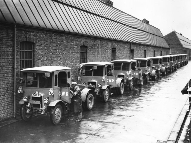 1931: Some of the 219 new lorries ordered by Great Western Railways, built by Dennis Bros at their Guildford works
