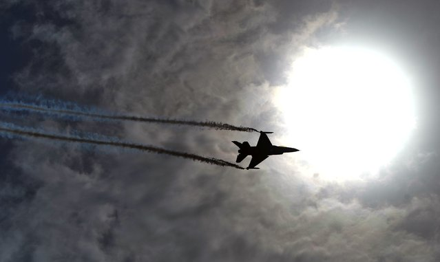 An aerobatic team performs during celebrations to mark the country' s Independence Day in Karachi on August 14, 2017. This month marks 70 years since British India split into two nations – Hindu- majority India and Muslim- majority Pakistan – and millions were uprooted in one of the largest mass migrations in history. Pakistan celebrates its independence on August 14, one day before India' s independence day on August 15. (Photo by Rizwan Tabassum/AFP Photo)