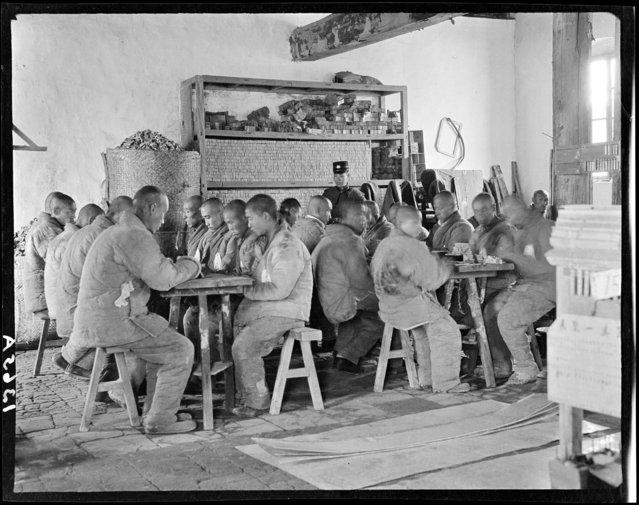 Prison, Making Matches. China, Beijing, 1917-1919. (Photo by Sidney David Gamble)