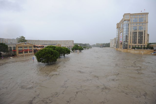 A picture taken on September 29, 2014 shows flooded streets near the banks of the Lez river in the southern French city of Montpellier in the department of Herault, which was placed under hight flood alert until September 30. (Photo by Sylvain Thomas/AFP Photo)
