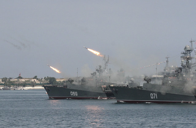 Russian warships fire during a naval parade rehearsal in the Crimean port of Sevastopol, July 25, 2014. (Photo by Reuters/Stringer)