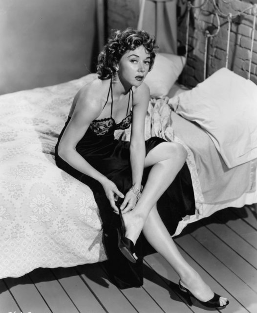 "Gloria Grahame in state of undress in a scene from the film ""Naked Alibi"", 1954. (Photo by Universal/Getty Images)"