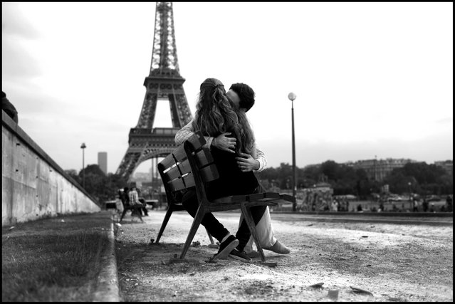 An afternoon kiss at the Eiffel Tour. Romain and Victoria, place de Trocadero, Paris. (Photo and comment by Peter Turnley)