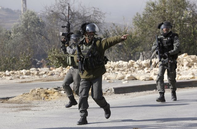 An Israeli border policeman gestures during clashes with Palestinians in the West Bank village of Beit Ommar, north of Hebron November 3, 2015. (Photo by Mussa Qawasma/Reuters)