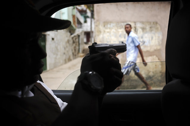 Police patrol in the Nordeste de Amaralina slum complex in Salvador, Bahia State, March 28, 2013. One of Brazil's main tourist destinations and a 2014 World Cup host city, Salvador suffers from an unprecedented wave of violence with an increase of over 250% in the murder rate, according to the Brazilian Center for Latin American Studies (CEBELA). (Photo by Lunae Parracho/Reuters)