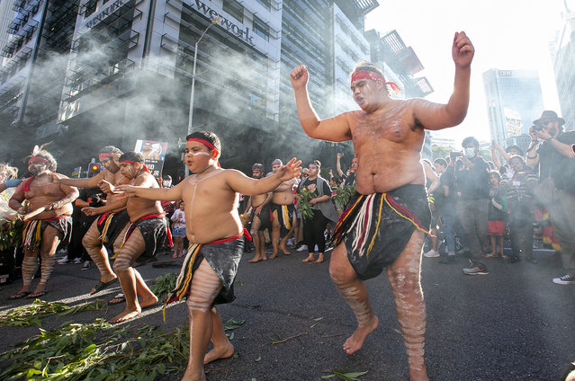 Indigenous dancers perform in the middle of the CBD1 on June 06, 2020 in Brisbane, Australia. Events across Australia have been organised in solidarity with protests in the United States following the killing of an unarmed black man George Floyd at the hands of a police officer in Minneapolis, Minnesota and to rally against aboriginal deaths in custody in Australia. (Photo by Jono Searle/Getty Images)