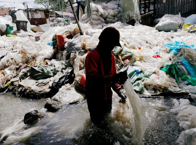 A man washes plastic for recycling in a murky pond at Payatas district, Quezon City, Metro Manila, Philippines January 21, 2018. (Photo by Dondi Tawatao/Reuters)