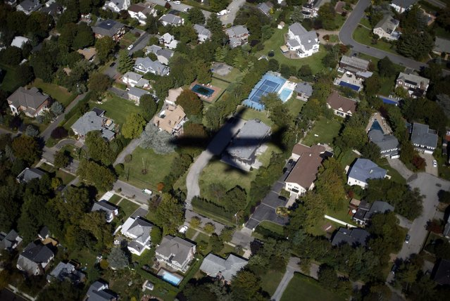 Air Force One flies over suburban Long Island as U.S. President Barack Obama arrives in New York in this September 24, 2012 file photo. (Photo by Jason Reed/Reuters)