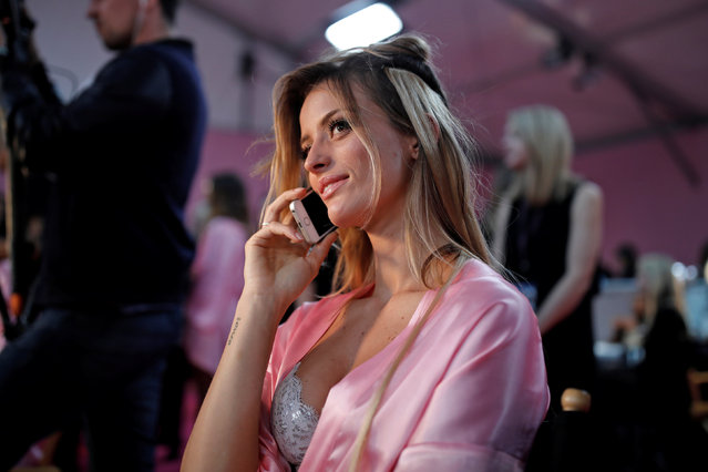 Model Flavia Lucini gets ready backstage before the Victoria's Secret Fashion Show at the Grand Palais in Paris, France, November 30, 2016. (Photo by Benoit Tessier/Reuters)