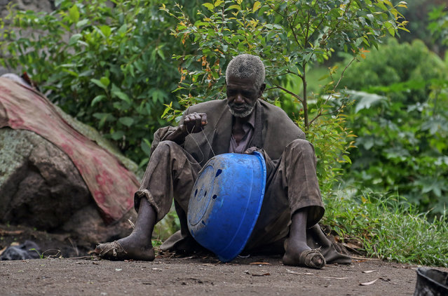 Kavuha, 73, repairs a container at Kagorwa Pygmy camp on Idjwi island in the Democratic Republic of Congo, November 22, 2016. (Photo by Therese Di Campo/Reuters)