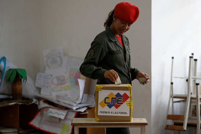 A Venezuelan soldier casts her vote at a polling station during the municipal legislators election in Caracas, Venezuela on December 9, 2018. (Photo by Marco Bello/Reuters)
