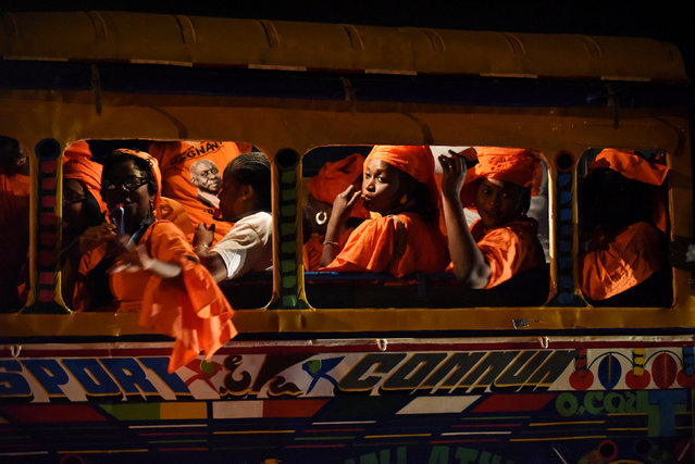 """Supporters of Idrissa Seck, presidential candidate of the coalition """"Idy 2019"""", are seen in a """"car rapide"""" before his final rally campaign in Dakar, Senegal February 22, 2019. (Photo by Sylvain Cherkaoui/Reuters)"""
