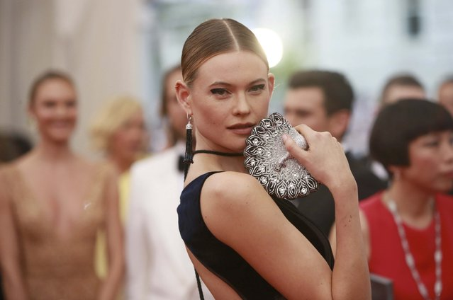 """Namibian model Behati Prinsloo arrives for the Metropolitan Museum of Art Costume Institute Gala 2015 celebrating the opening of """"China: Through the Looking Glass"""" in Manhattan, New York May 4, 2015. (Photo by Andrew Kelly/Reuters)"""