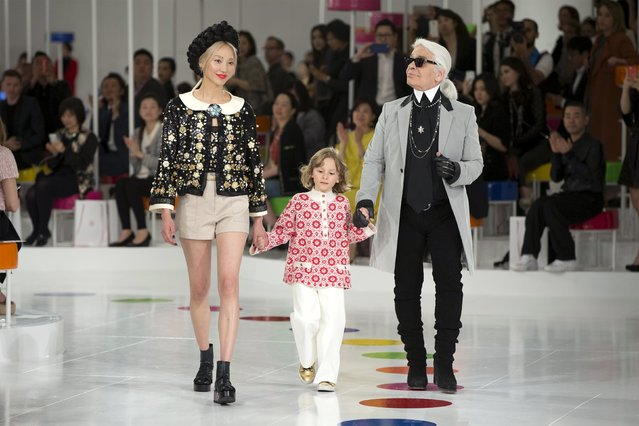 German designer Karl Lagerfeld appears at the end of the Chanel Cruise in Seoul at the Dongdaemun Design Plaza May 4, 2015. (Photo by Youssef Boudlal/Reuters)