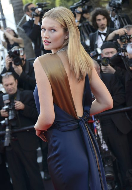 "Model Toni Garrn poses on the red carpet as she arrives for the screening of the film ""Carol"" in competition at the 68th Cannes Film Festival in Cannes, southern France, May 17, 2015. (Photo by Jean-Pierre Amet/Reuters)"