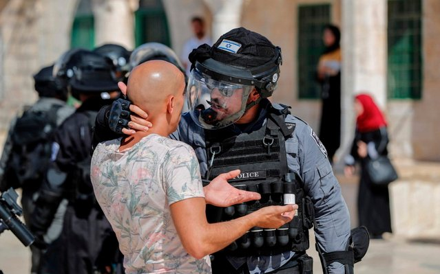 An Israeli soldier scuffles with a Palestinian at the al-Aqsa Mosque compound in the Old City of Jerusalem on August 11, 2019, as clashes broke out during the overlapping Jewish and Muslim holidays of Eid al-Adha and the Tisha B'av holiday inside the historic compound which is considered the third-holiest site in Islam and the most sacred for Jews, who revere it as the location of the two biblical-era temples. The compound, which includes the Al-Aqsa mosque and the Dome of the Rock, is one of the most sensitive sites in the Israeli-Palestinian conflict. (Photo by Ahmad Gharabli/AFP Photo)