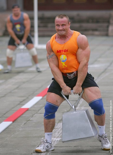 Mariusz Zbigniew of Poland leads a match of the 2005 World's Strongest Man Competition at Wuhou Temple