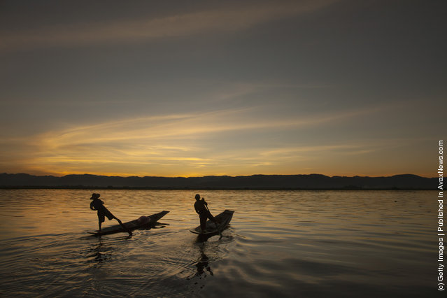 Intha leg rowing fishermen starts to fish in the early morning hours on Inle Lake in Myanmar