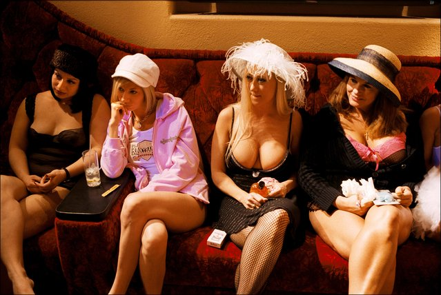 Tea time at the Moonlite Bunny Ranch, a legal brothel owned by Dennis Hof, in Lyon County, one of the fews counties in the USA which permits legalized prostitution. (Photo by Stephan Gladieu/Getty Images)