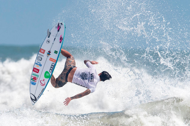 Gabriel Medina of Brazil rides a wave in the men's final of the ISA World Surfing Games at Kisakihama Beach in Miyazaki on September 15, 2019. (Photo by Behrouz Mehri/AFP Photo)