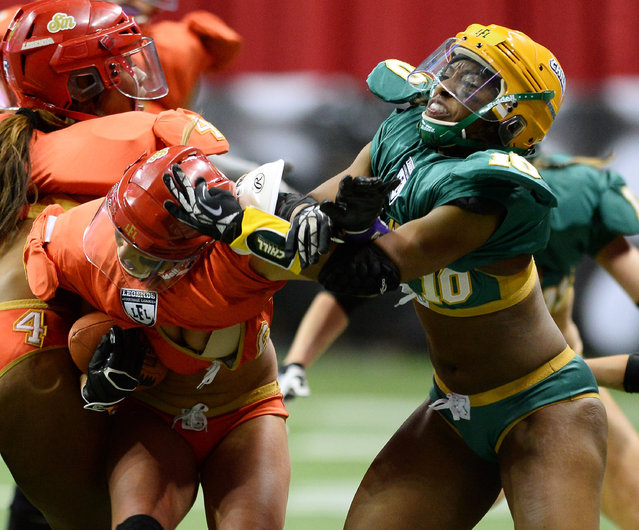 Kara Alexander #10 of the Green Bay Chill tries to tackle Markie Henderson #6 of the Las Vegas Sin during their game at the Thomas & Mack Center on May 15, 2014 in Las Vegas, Nevada. Las Vegas won 34-24. (Photo by Ethan Miller/Getty Images)
