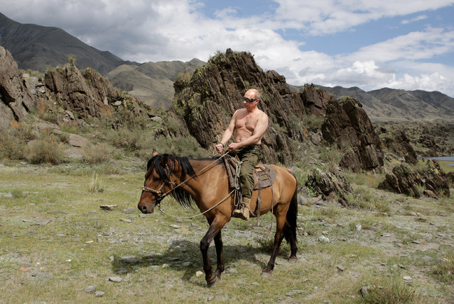 Russian Prime Minister Vladimir Putin rides a horse during his vacation outside the town of Kyzyl in Southern Siberia on August 3, 2009. (Photo by Alexey Druzhinin//AFP Photo)