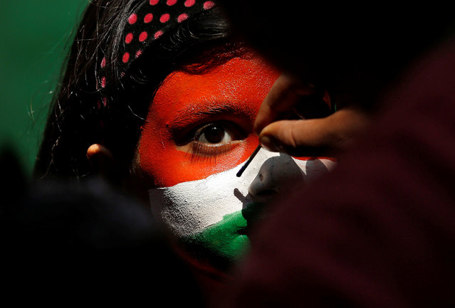 A cricket fan gets her face painted before the start of the Champions Trophy finals between India and Pakistan at London's The Oval, in Kolkata, India June 18, 2017. (Photo by Rupak De Chowdhuri/Reuters)