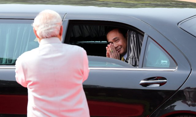 Thai Prime Minister Prayut Chan-o-cha (R) greets Indian Prime Minister Narendra Modi as he leaves after a ceremonial reception at the Indian president's house in New Delhi, India, 17 June 2016. Thai Prime Minister Prayut Chan-o-cha and his wife arrived in India on a two-day official visit. (Photo by Harish Tyagi/EPA)