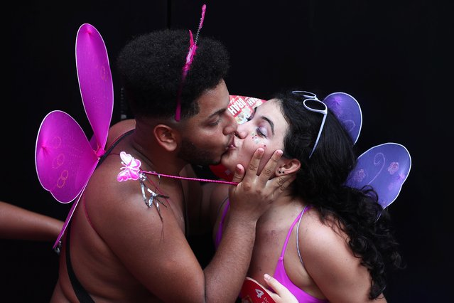 "Revellers kiss as they take part in the annual block party known as ""Carmelitas"", during Carnival festivities in Rio de Janeiro, Brazil, February 21, 2020. (Photo by Pilar Olivares/Reuters)"