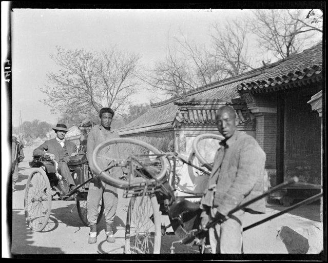 Rickshas, Bicycle. China, Beijing, 1917-1919. (Photo by Sidney David Gamble)