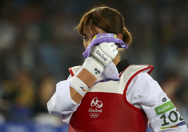 2016 Rio Olympics, Taekwondo, Repechage, Women's -49kg Repechage, Carioca Arena 3, Rio de Janeiro, Brazil on August 17, 2016. Panipak Wongphatthanakit (THA) of Thailand wipes her face before the match. (Photo by Issei Kato/Reuters)