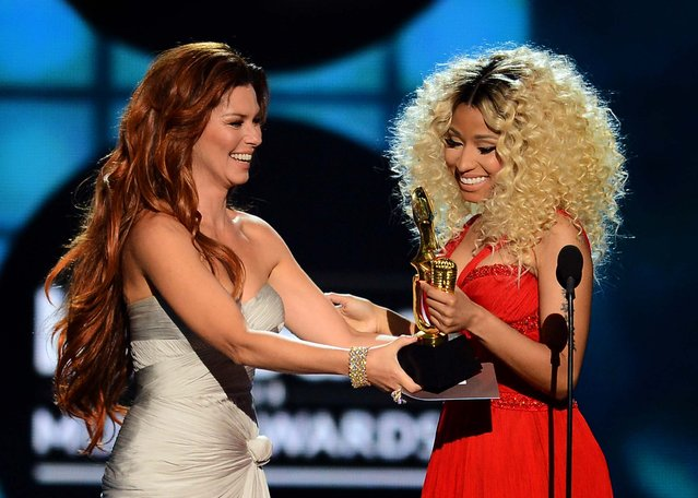 "Shania Twain presents the award for ""Top Rap Artist"" to Nicki Minaj . (Photo by Ethan Miller/Getty Images)"