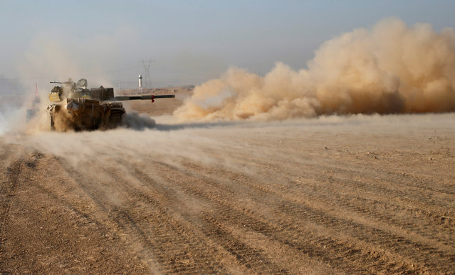 Iraqi soldiers fire a tank shell during clashes with Islamic State fighters in Al-Qasar, South-East of Mosul, Iraq November 28, 2016. (Photo by Goran Tomasevic/Reuters)