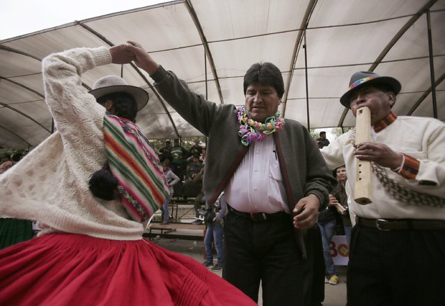 Bolivia's President Evo Morales (C) dances during the Anata Andina (Andean carnival) parade in Oruro, February 12, 2015. (Photo by David Mercado/Reuters)