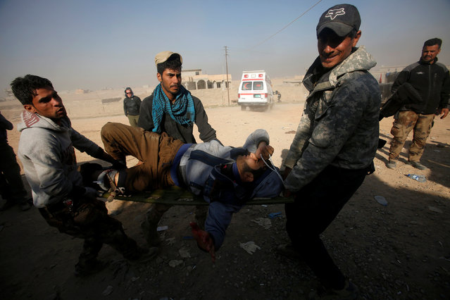 Members of Iraqi special forces carry an injured man from clashes during a battle with Islamic State militants in Mosul, Iraq, November 29, 2016. (Photo by Khalid al Mousily/Reuters)
