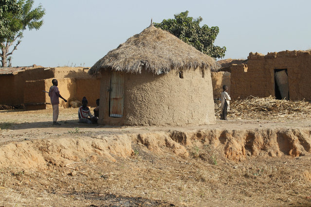 A hut is seen in a village on the outskirts of Zaria in Nigeria's northern state of Kaduna November 15, 2016. (Photo by Akintunde Akinleye/Reuters)