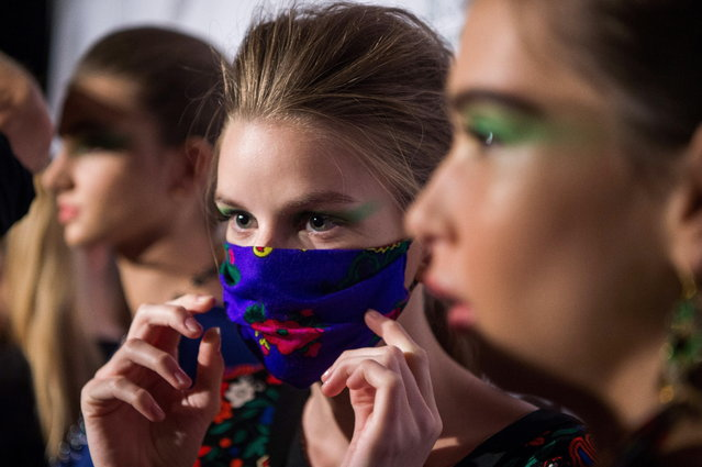 Models line up during the second bi-annual Budapest Central European Fashion Week in Budapest, Hungary, 26 October 2018. (Photo by Zoltan Balogh/EPA/EFE)