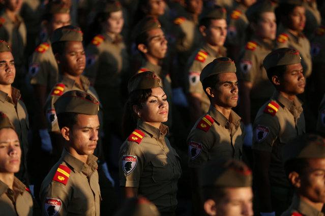 "Soldiers march to mark the armed forces day and commemorate the landing of the yacht Granma, which brought the Castro brothers, Ernesto ""Che"" Guevara and others from Mexico to Cuba to start the revolution in 1959, in Havana, Cuba, January 2, 2017. (Photo by Alexandre Meneghini/Reuters)"